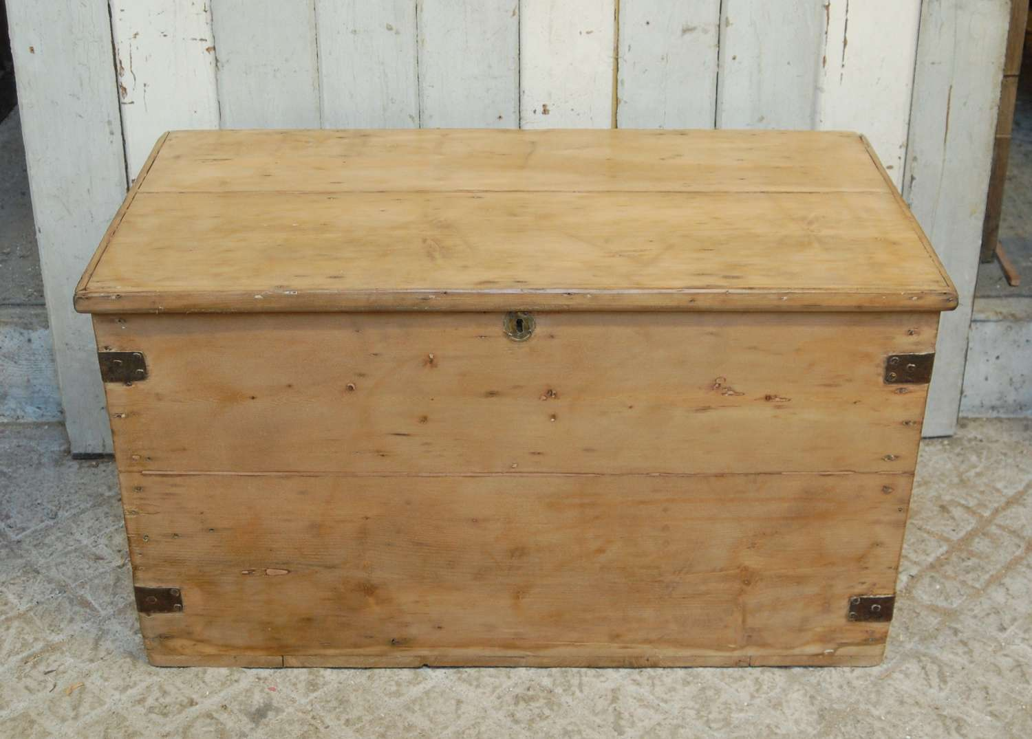 M1338 A LARGE RECLAIMED VICTORIAN RUSTIC PINE BLANKET / STORAGE BOX