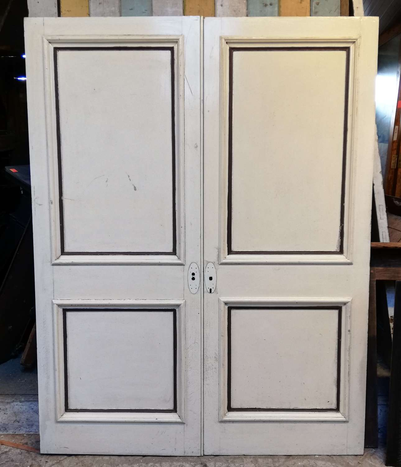 DP0281 A PAIR OF RECLAIMED PAINTED PINE INTERNAL DOORS