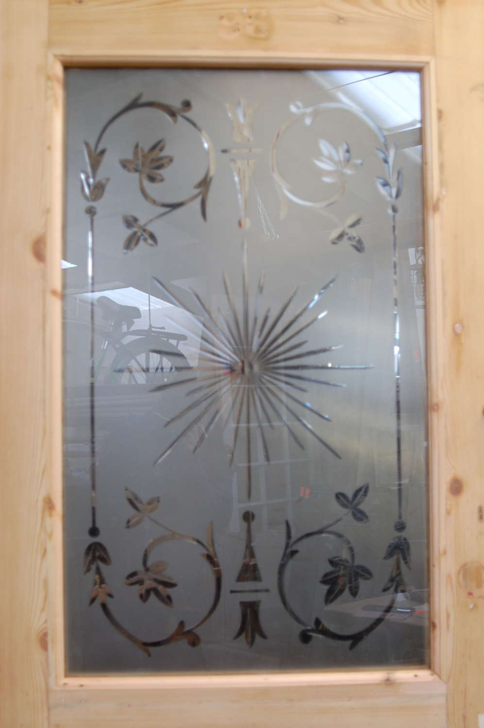 DE0831 A BEAUTIFUL VICTORIAN FRONT DOOR WITH ETCHED GLASS PANEL