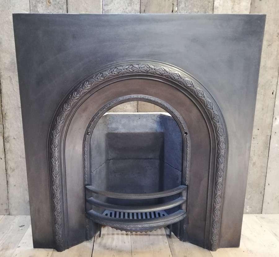 FI0043 PRETTY RECLAIMED VICTORIAN CAST IRON FIRE INSERT/BRICK/STOOL
