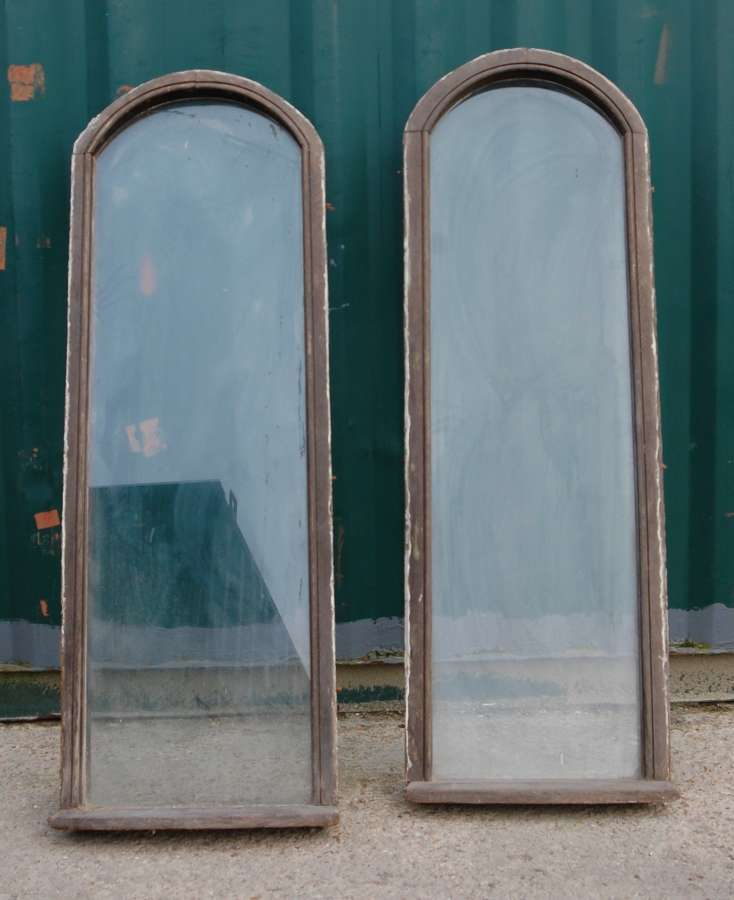 M1364 A PAIR OF LARGE RECLAIMED ARCHED OAK WINDOWS