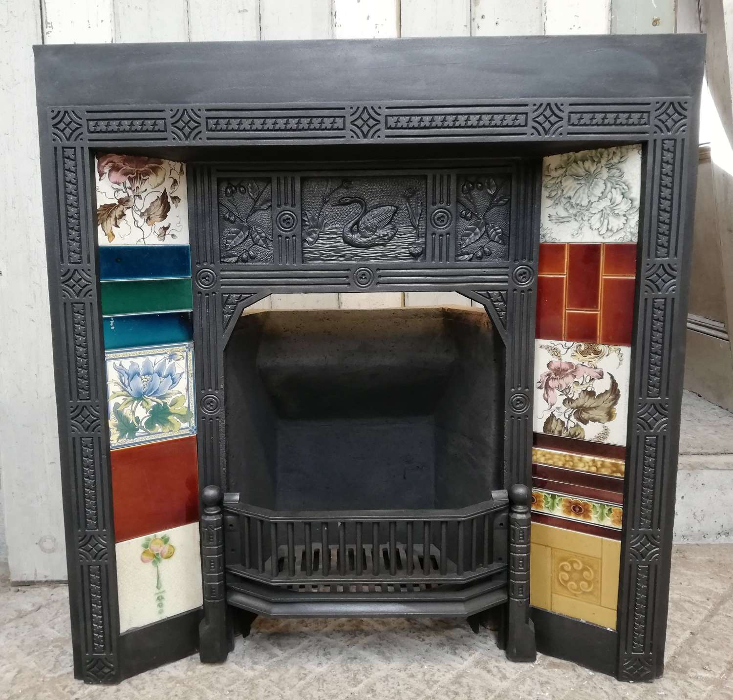 FF0012 AESTHETIC MOVEMENT ANTIQUE VICTORIAN TILED CAST IRON FIRE FRONT
