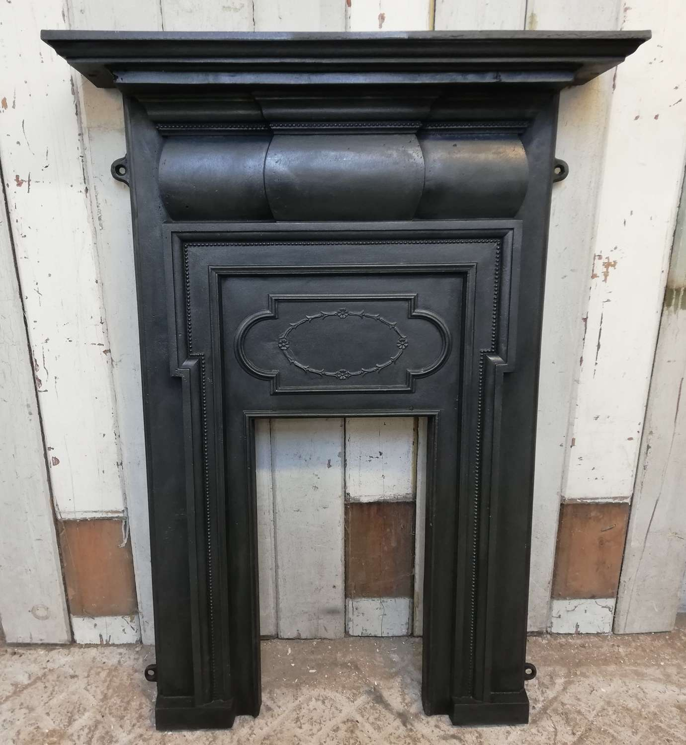 FF0010 A CLASSIC STYLE RECLAIMED EDWARDIAN CAST IRON FIRE FRONT