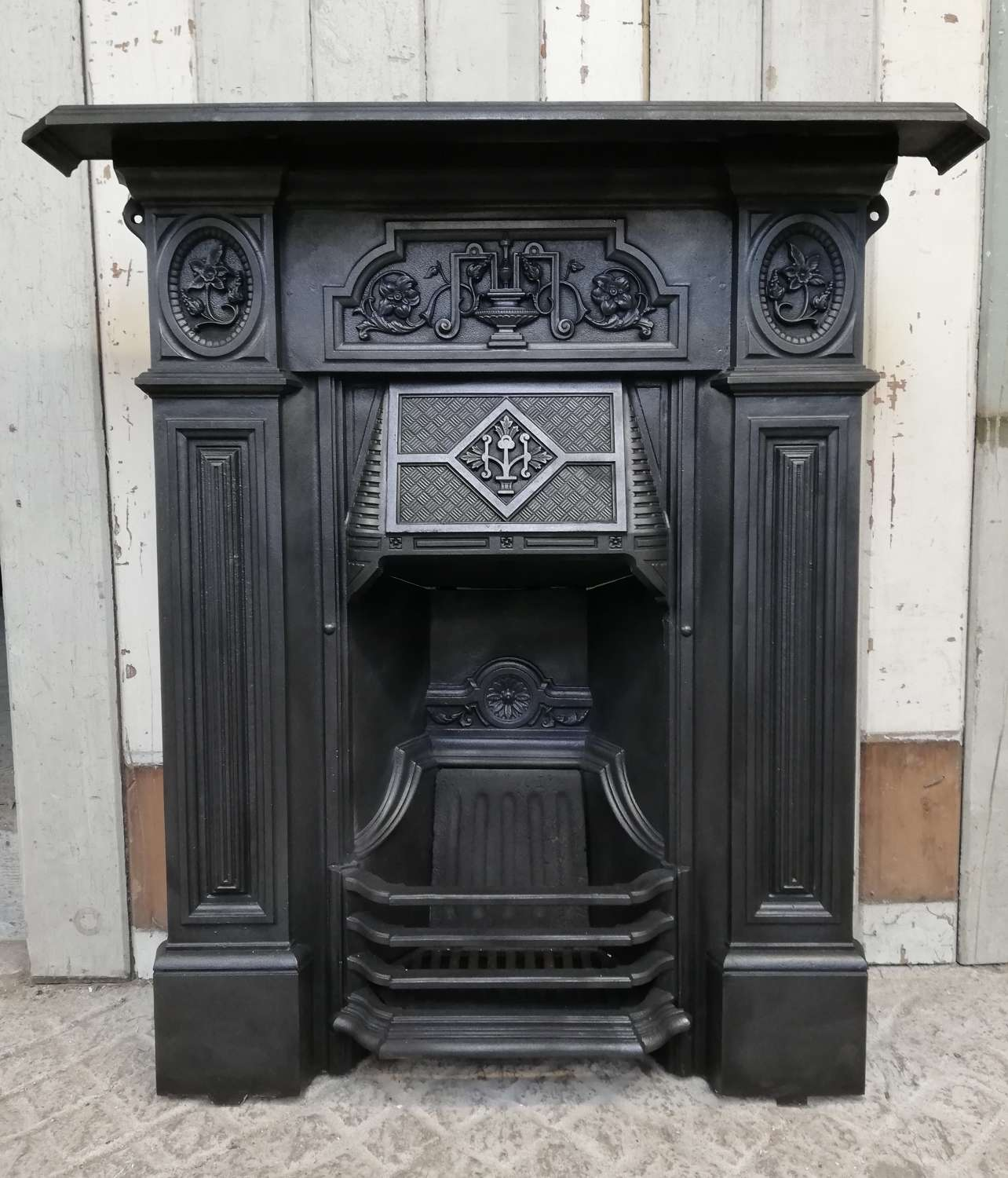 FC0081 AN ORNATE RECLAIMED VICTORIAN CAST IRON COMBINATION FIRE