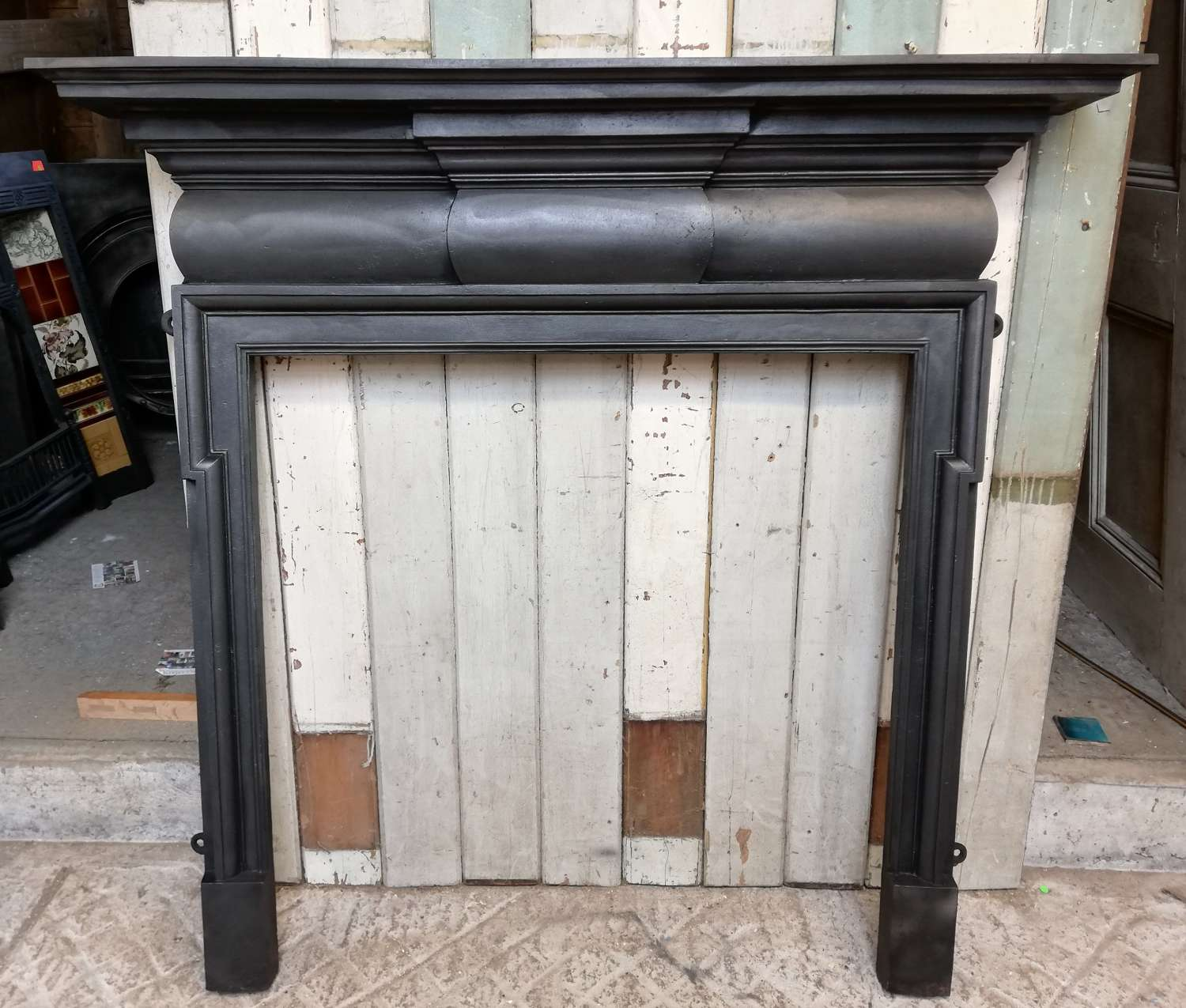 FS0104 LARGE ELEGANT VICTORIAN CAST IRON FIRE SURROUND FOR WOODBURNER