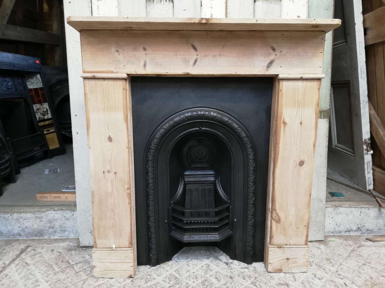 FC0076 PRETTY VICTORIAN CAST IRON FIRE INSERT AND PINE FIRE SURROUND