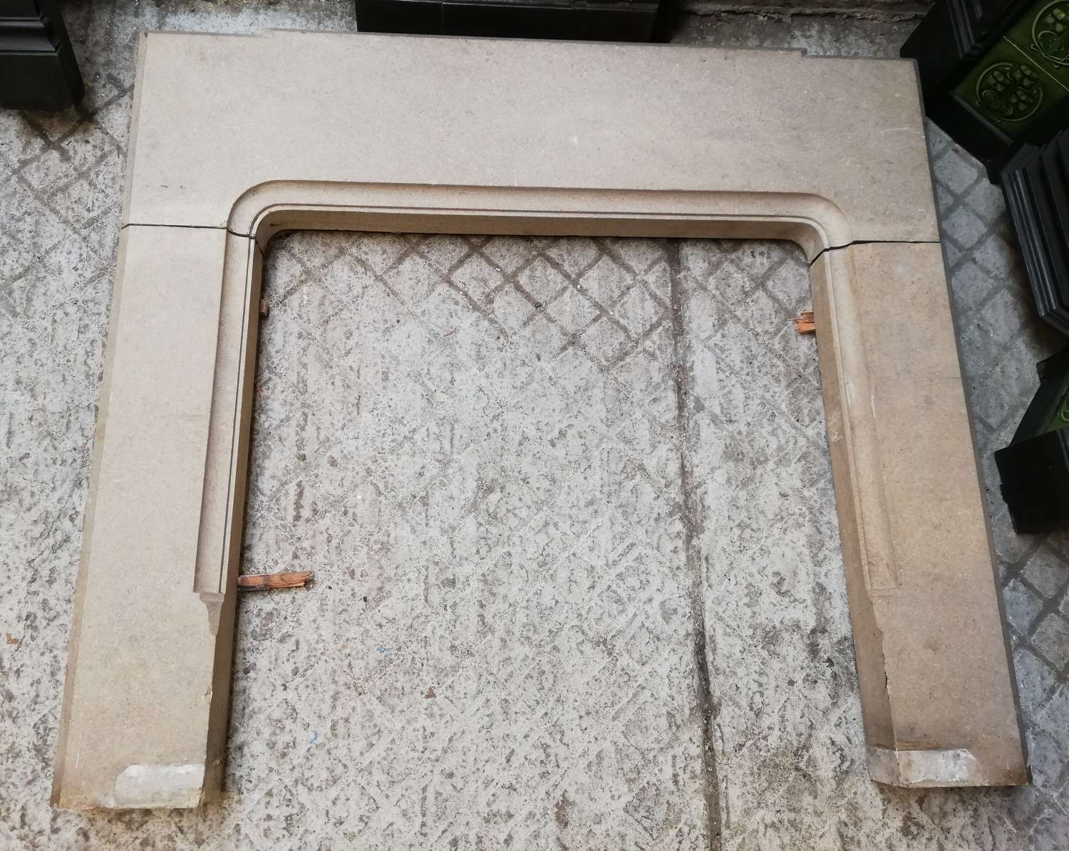 FS0103 AN ELEGANT ANTIQUE ART DECO STONE FIRE SURROUND C.1930