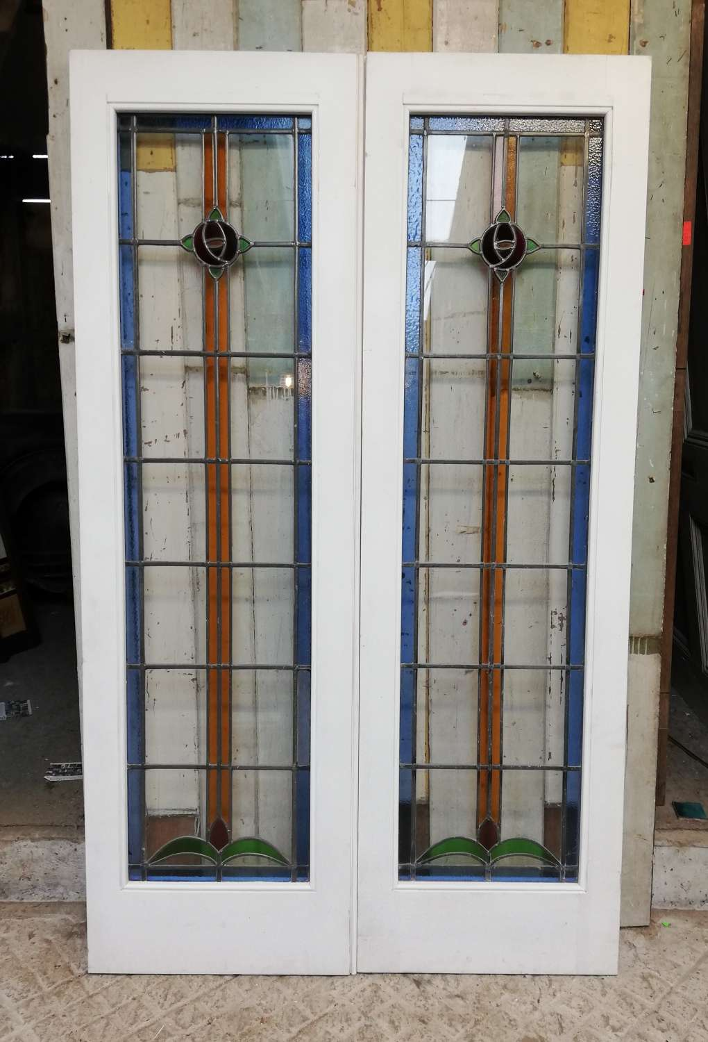 DP0284 PAIR OF PRETTY RECLAIMED PINE DOORS WITH ART DECO STAINED GLASS