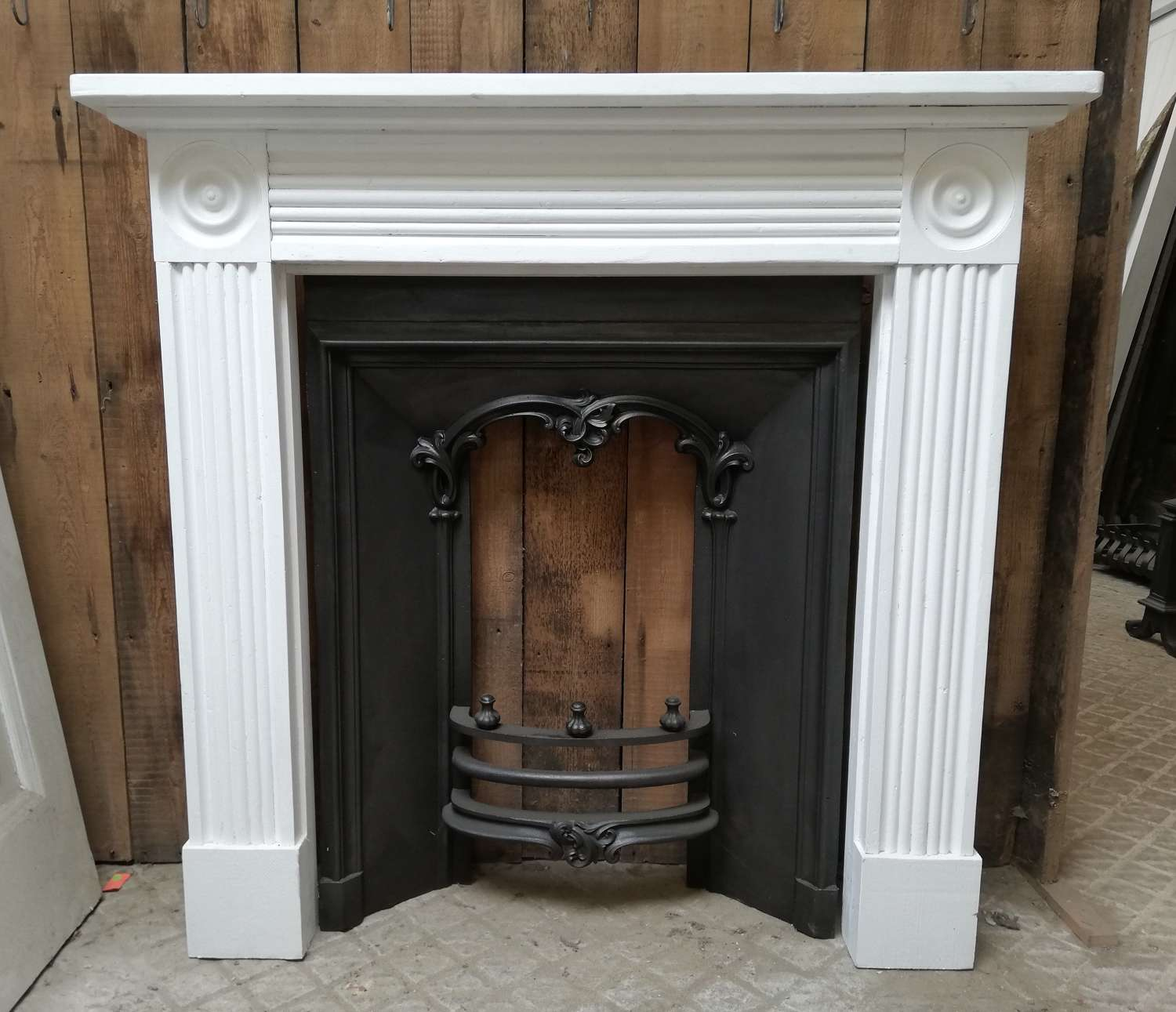 FI0044 PINE GEORGIAN STYLE FIRE SURROUND AND ORIGINAL FIRE INSERT