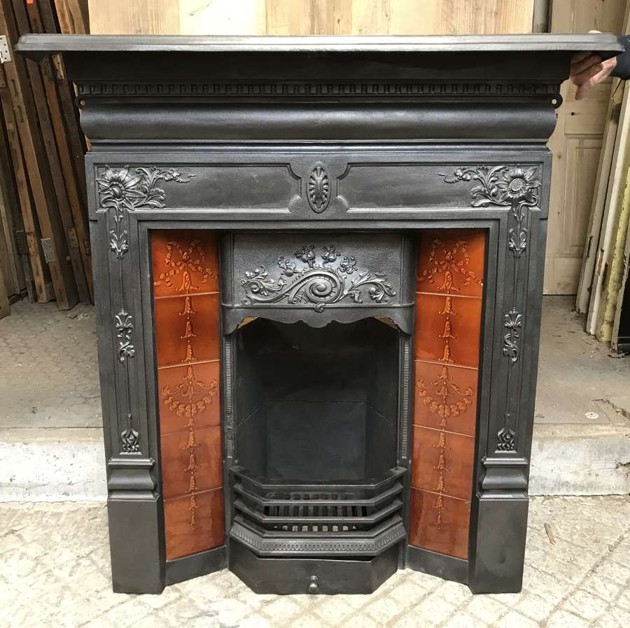 FC0084 A RECLAIMED LATE VICTORIAN TILED FIRE INSERT WITH BRICK & STOOL