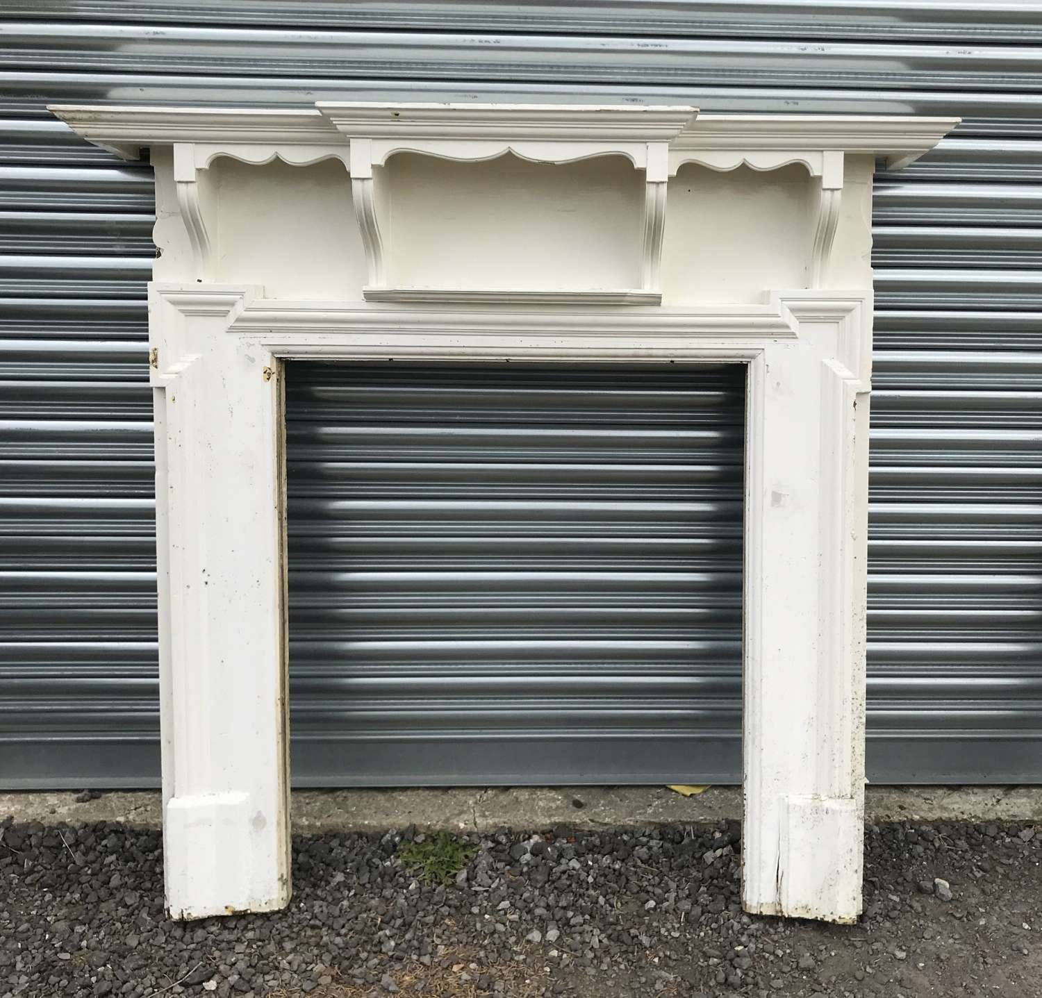 FS0108 A PRETTY PAINTED ANTIQUE RECLAIMED EDWARDIAN FIRE SURROUND