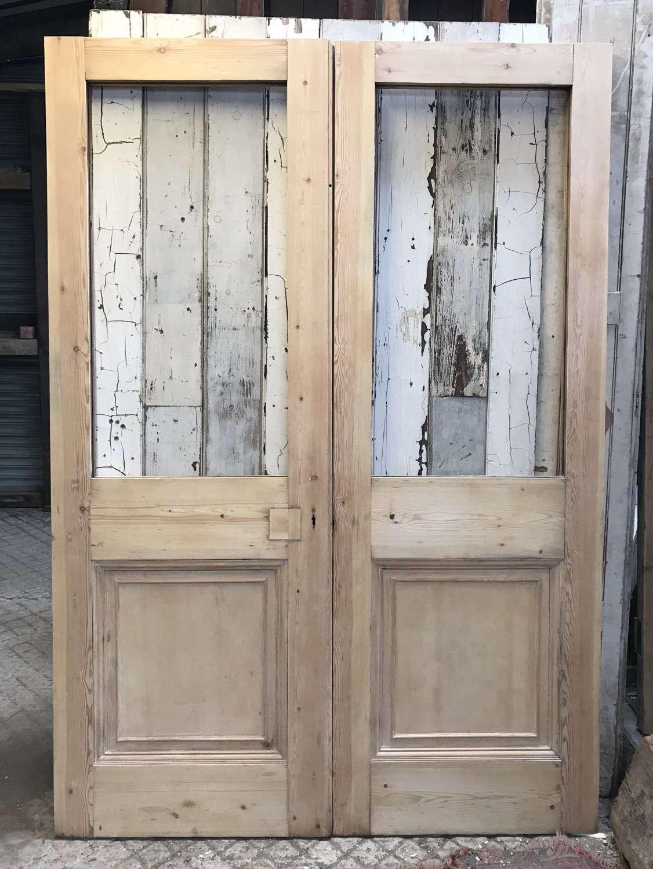 DP0286 A PAIR OF RECLAIMED STRIPPED PINE INTERNAL / EXTERNAL DOORS