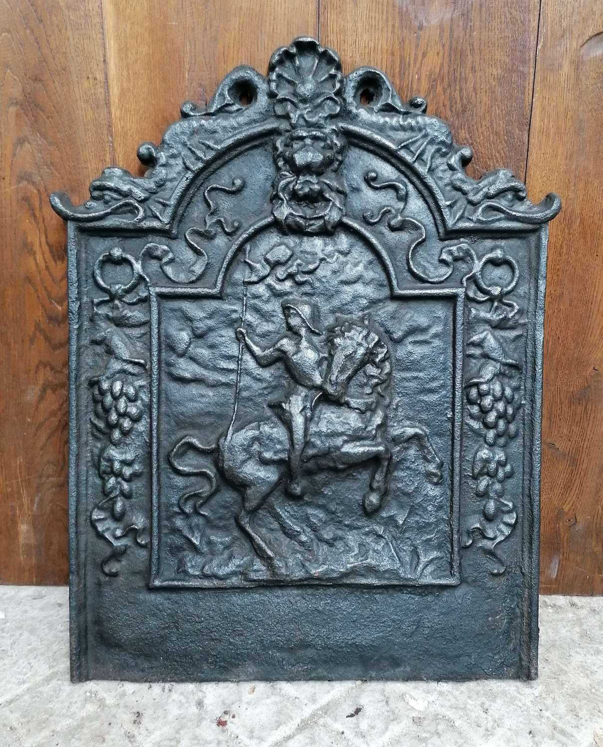 M1400 ATTRACTIVE RECLAIMED DECORATIVE REPRODUCTION CAST IRON FIRE BACK