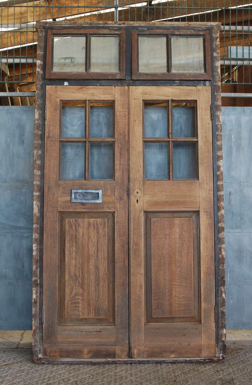 DP0290 A PAIR OF RECLAIMED EXTERNAL OAK DOORS AND FRAME C.1910