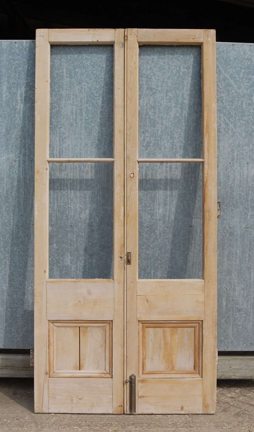 DP0294 A PAIR OF PERIOD RECLAIMED STRIPPED PINE INTERNAL DOORS