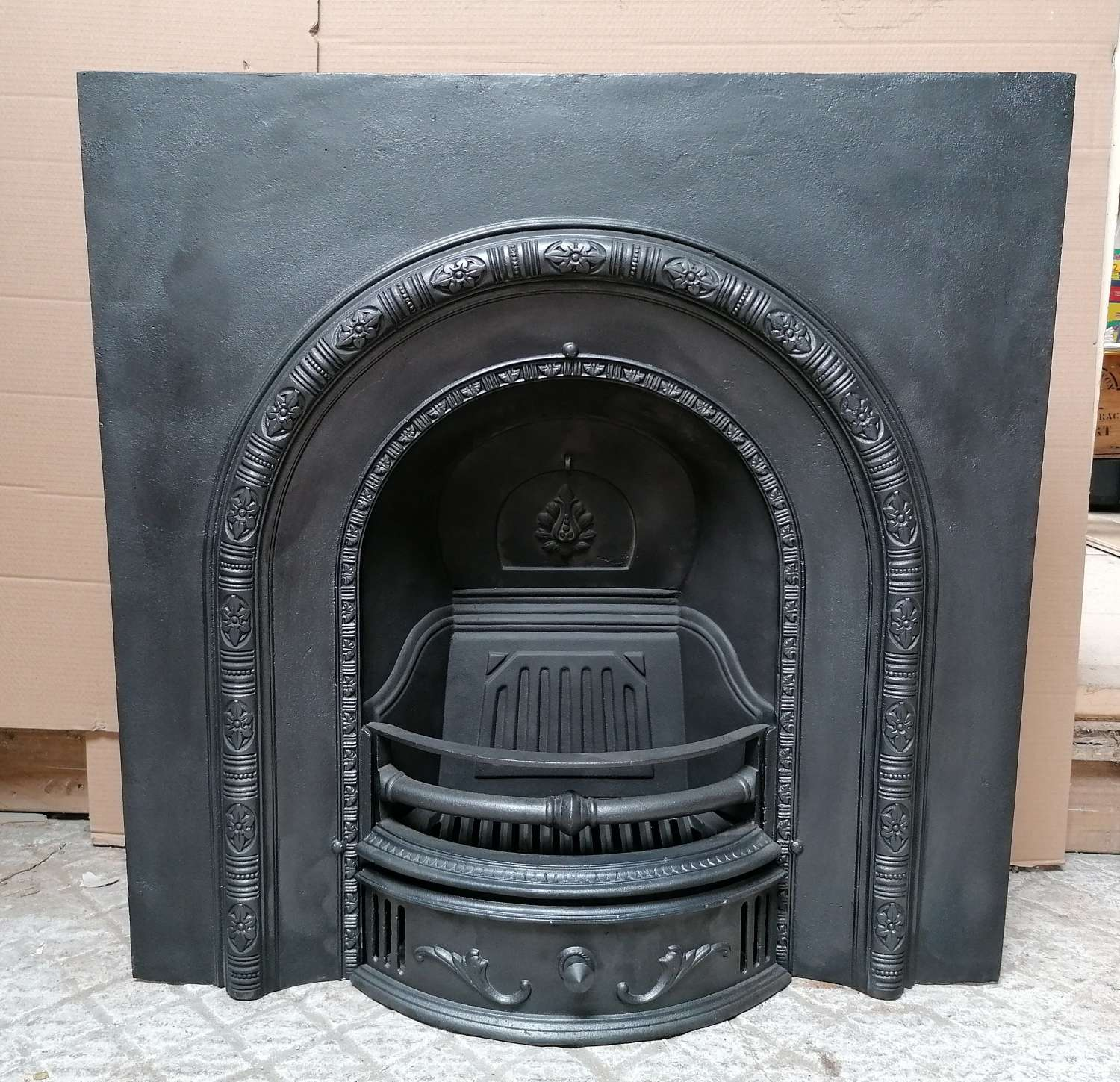 FI0045 A RECLAIMED REPRODUCTION AGNEWS CAST IRON FIRE INSERT / ARCH