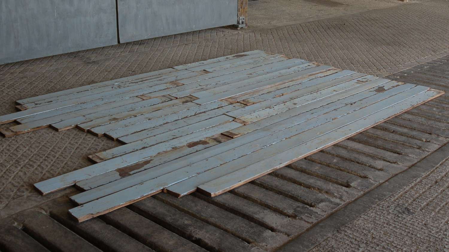 M1406 RECLAIMED PAINTED PINE BOARD FOR CLADDING / PROJECT 5SQM APPROX