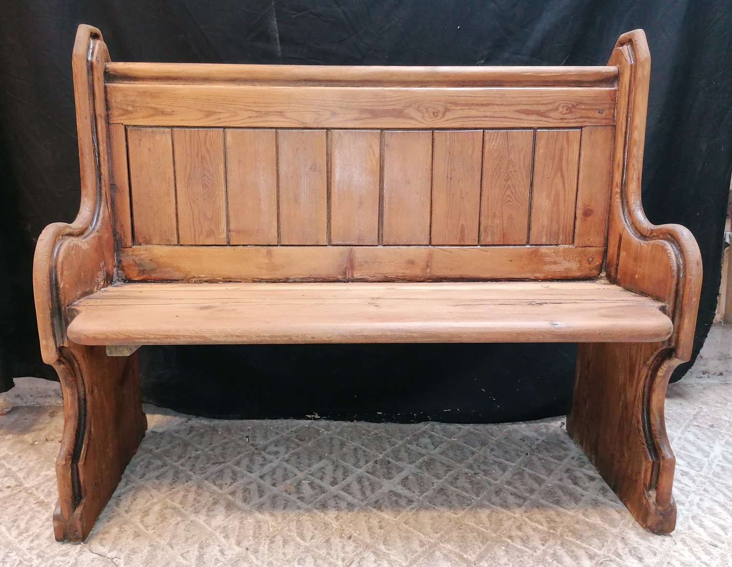 M1409 A SMALL RECLAIMED ORIGINAL VICTORIAN ANTIQUE PINE PEW