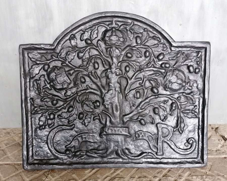 FB0058 A LARGE ATTRACTIVE RECLAIMED REPRODUCTION CAST IRON FIRE BACK
