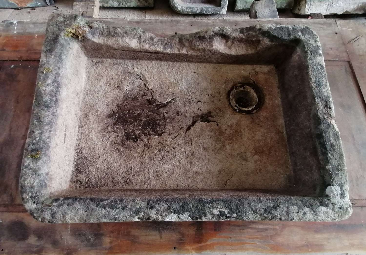 M1424 AN ANTIQUE RECLAIMED WEATHERED STONE SINK / TROUGH / PLANTER