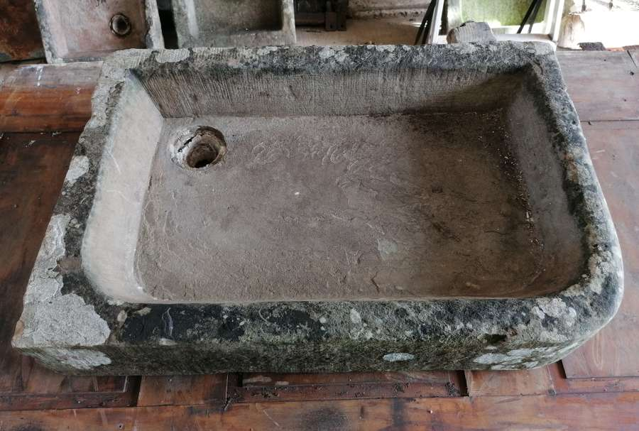 M1426 ANTIQUE RECLAIMED WEATHERED STONE SINK / TROUGH / PLANTER