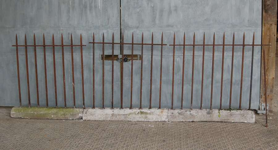 M1428 A SET OF 3 RECLAIMED VICTORIAN IRON RAILINGS WITH STONE BASE