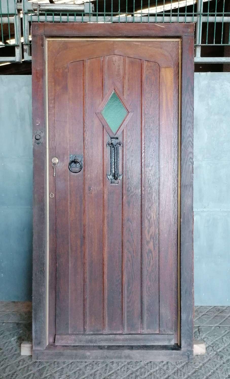 DE0864 LARGE RECLAIMED GOTHIC STYLE OAK FRONT DOOR & FRAME