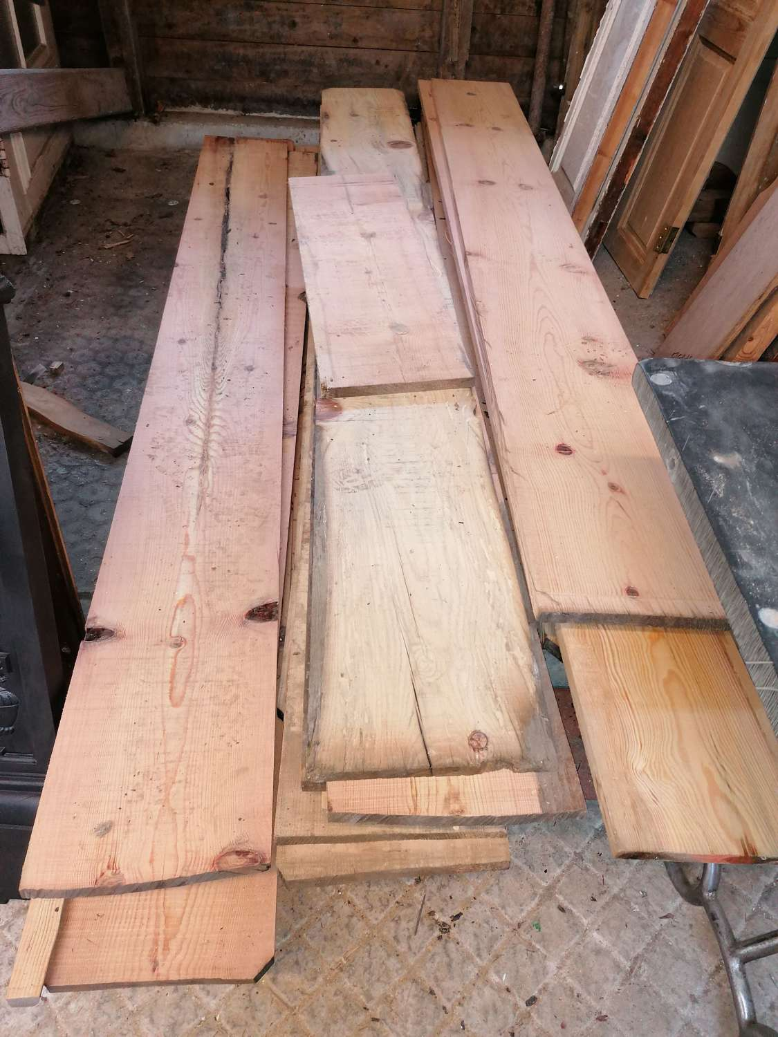 M1431 PINE FLOOR BOARDS CUT FROM BEAMS - VARIOUS WIDTHS AND LENGTHS