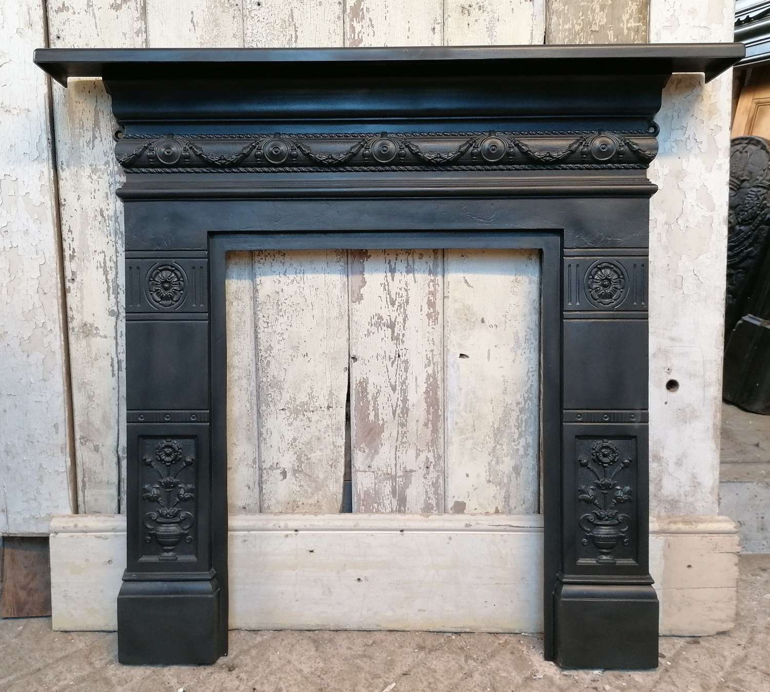FS0133 SMALL RECLAIMED ANTIQUE VICTORIAN CAST IRON FIRE SUROUND