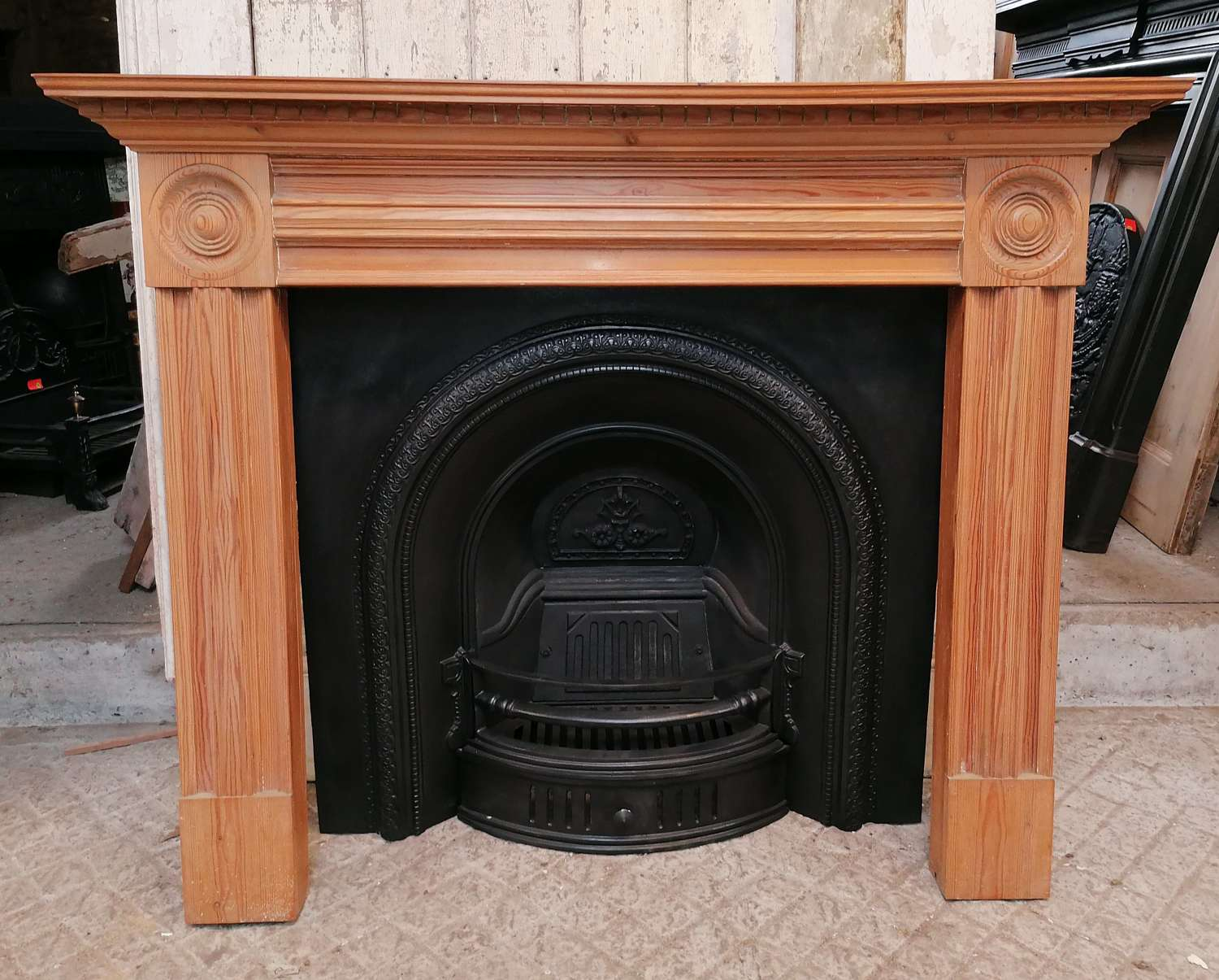 FC0111 RECLAIMED REPRODUCTION CAST IRON FIRE INSERT & PINE SURROUND