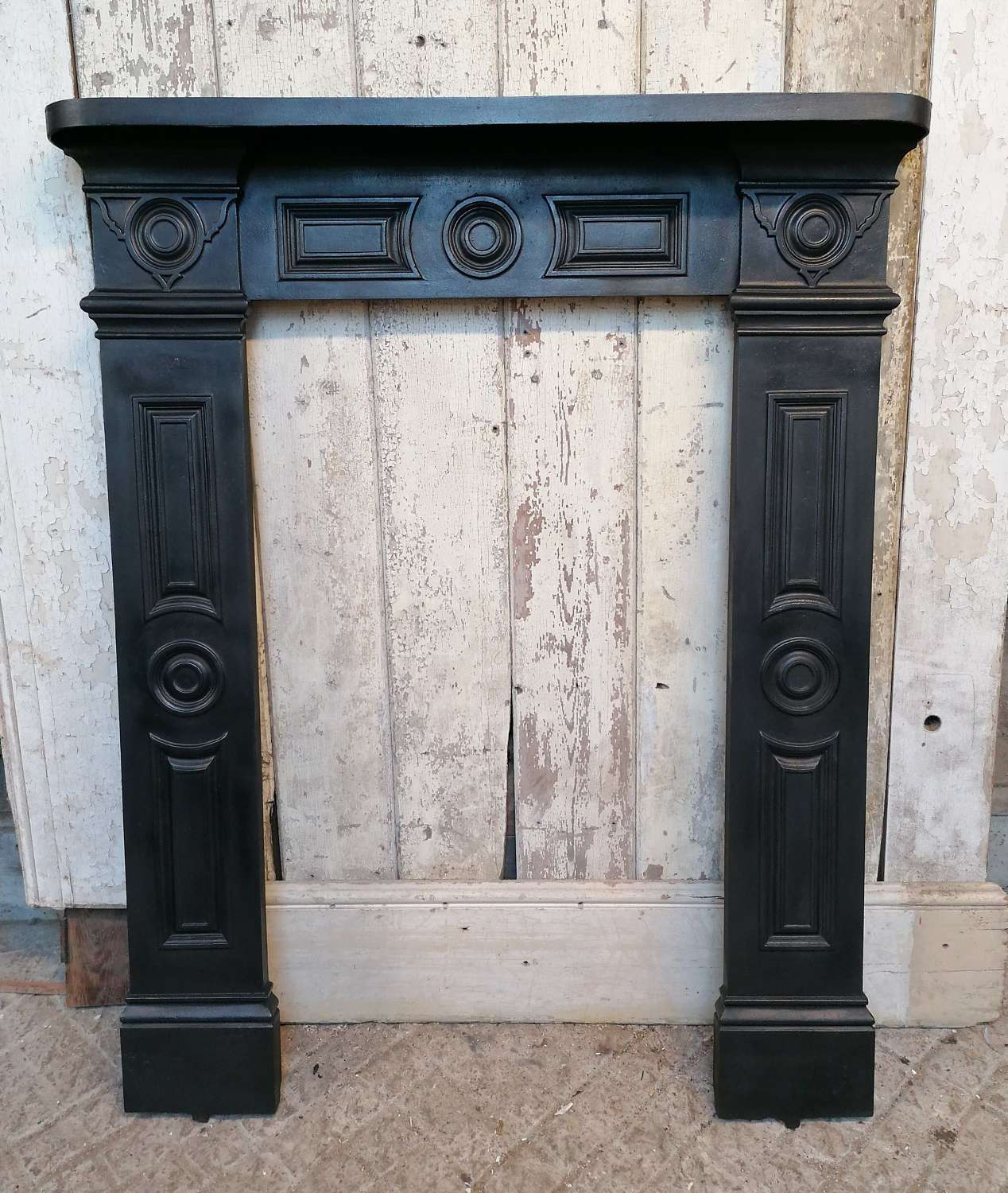 FS0131 A RECLAIMED ANTIQUE VICTORIAN CAST IRON FIRE SURROUND FOR RANGE