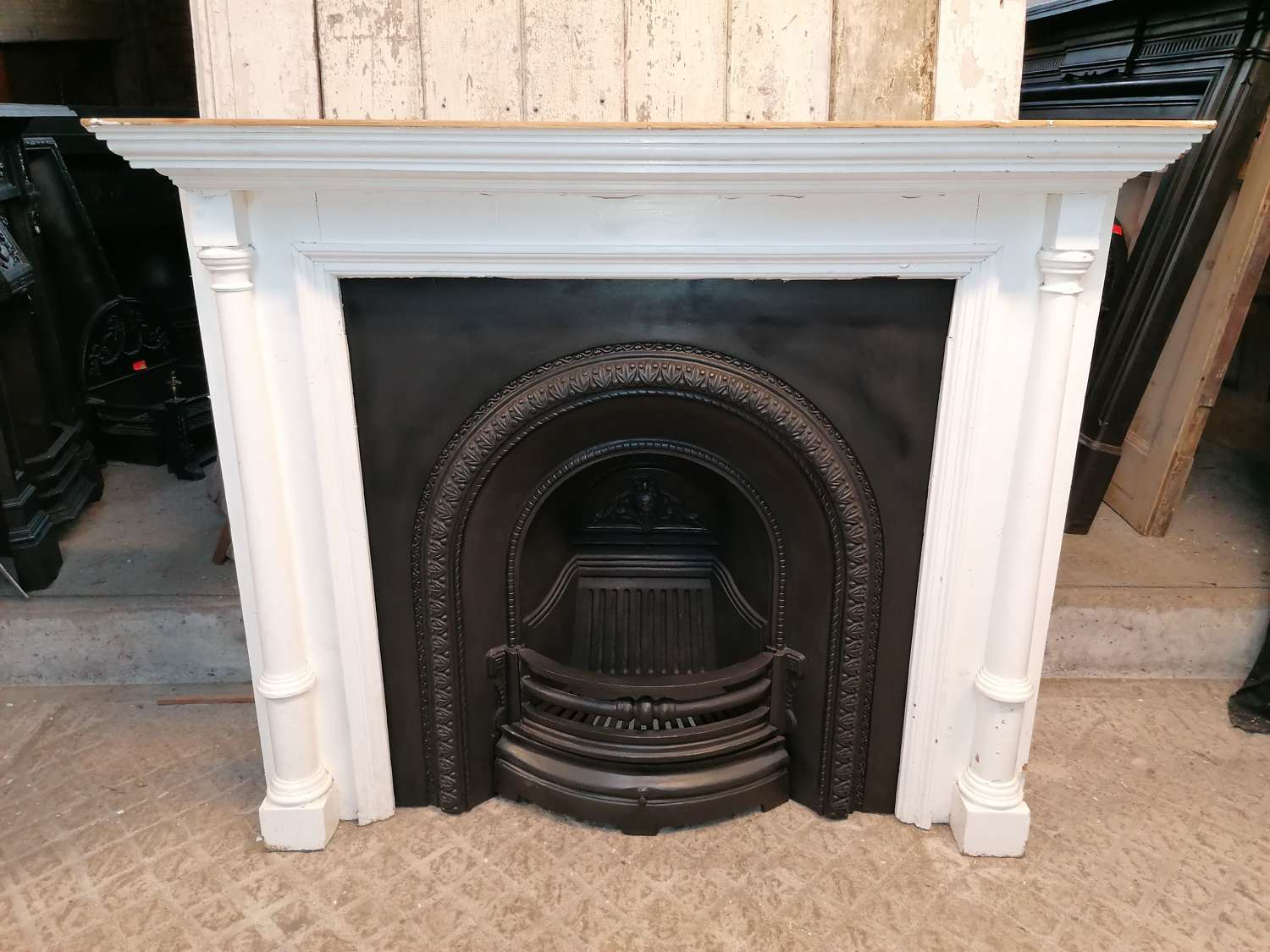 FC0113 LARGE CAST IRON REPRODUCTION FIRE INSERT & VICTORIAN SURROUND