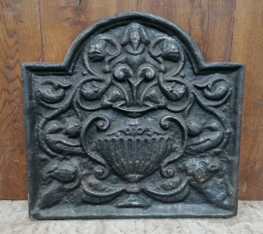 FB0062 AN ATTRACTIVE RECLAIMED REPRODUCTION CAST IRON FIRE BACK
