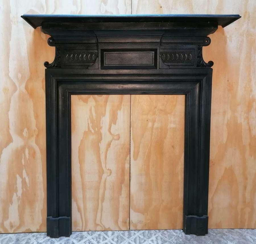 FS0137 DECORATIVE RECLAIMED ANTIQUE EDWARDIAN CAST IRON FIRE SURROUND
