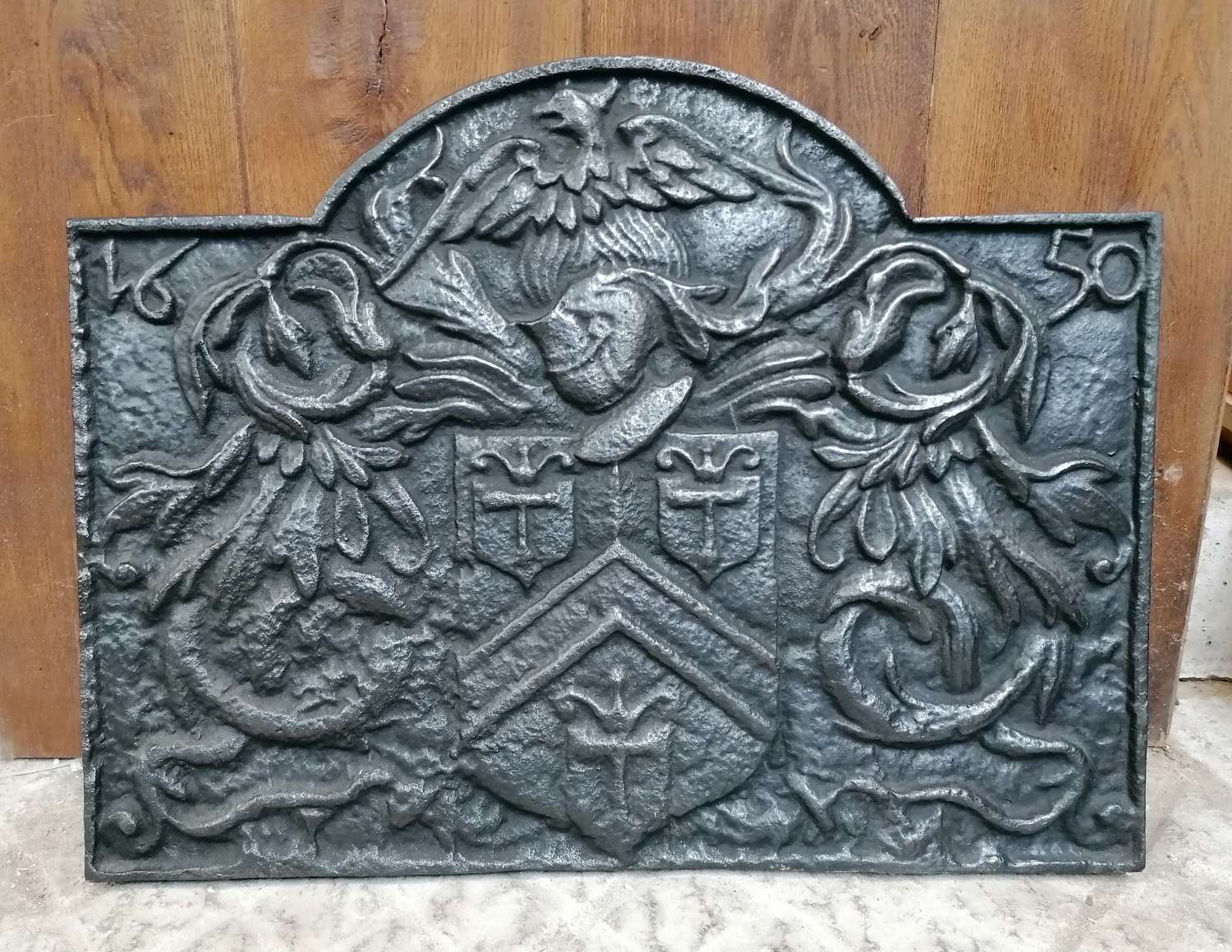 FB0065 A RECLAIMED VINTAGE DECORATIVE REPRODUCTION CAST IRON FIRE BACK