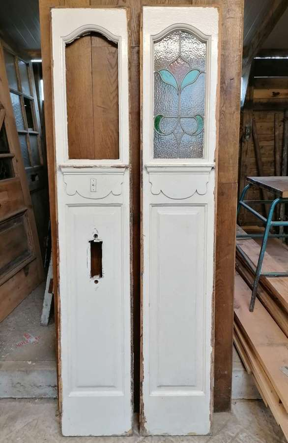 DP0302 PAIR OF ANTIQUE STAINED GLASS SIDE LIGHTS / DOORS FOR WARDROBE
