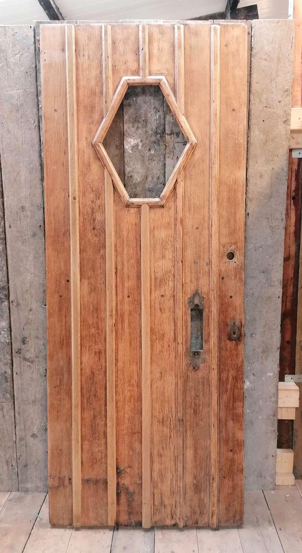 DE0882 A DECORATIVE RECLAIMED OAK COTTAGE STYLE FRONT DOOR