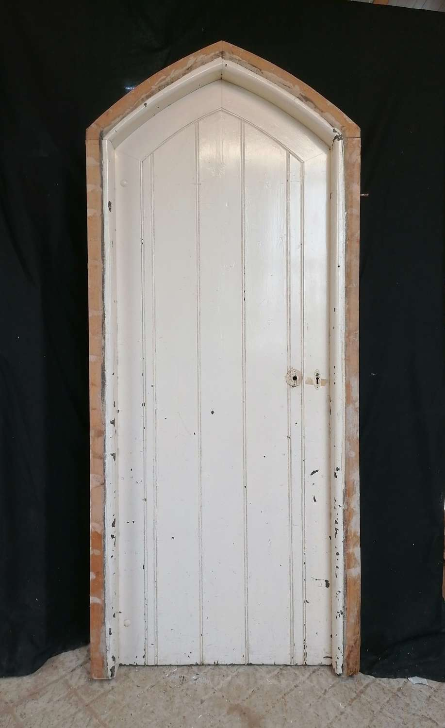 DE0881 VICTORIAN GOTHIC EXTERIOR PAINTED PINE DOOR AND FRAME