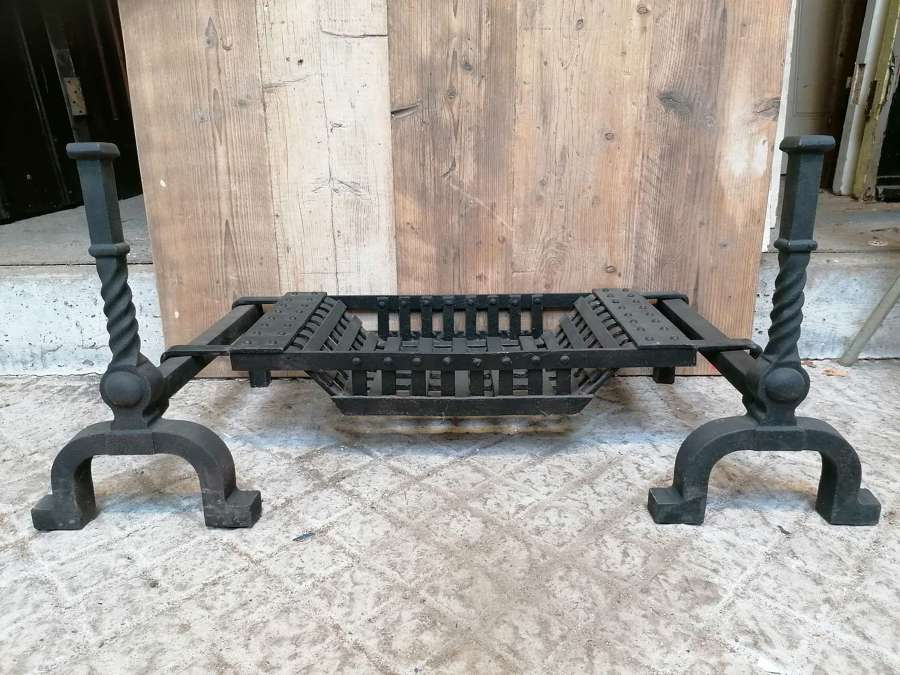 FB0069 RECLAIMED CAST IRON FIRE BASKET WITH FIRE DOGS