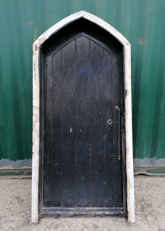 DE0887 RECLAIMED VICTORIAN GOTHIC EXTERIOR PINE DOOR IN FRAME