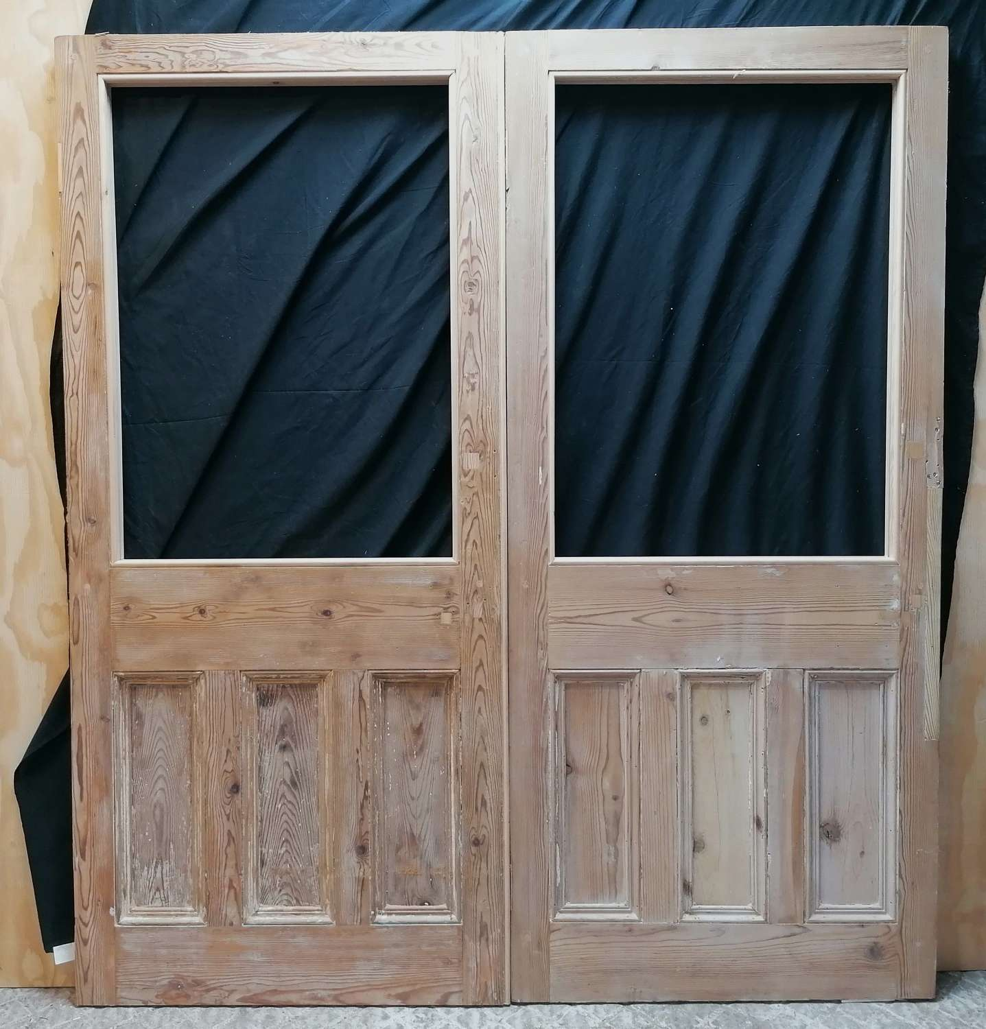 DP0304 A PAIR OF RECLAIMED STRIPPED PINE INTERNAL DOORS FOR GLAZING