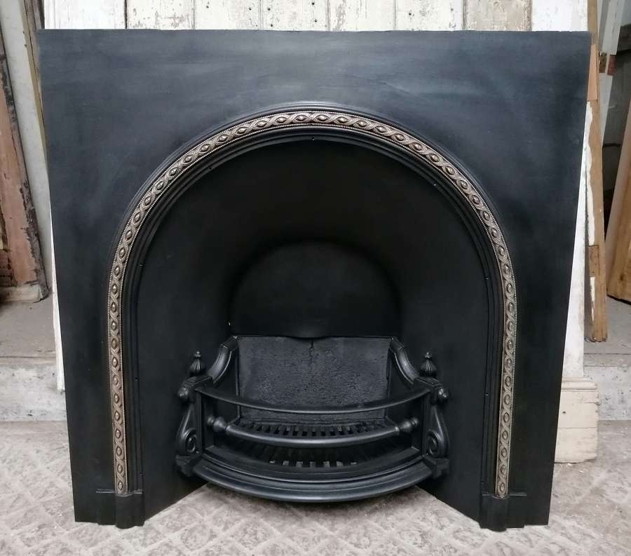 FI0050 A RECLAIMED EARLY VICTORIAN LARGE CAST IRON FIRE INSERT