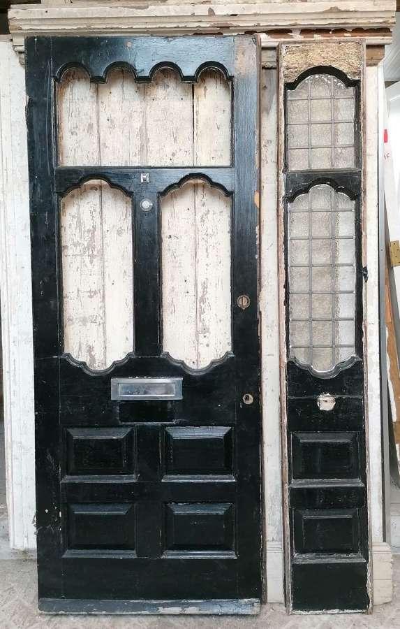 DE0888 RECLAIMED VICTORIAN FRONT DOOR & SIDELIGHT FOR RESTORATION