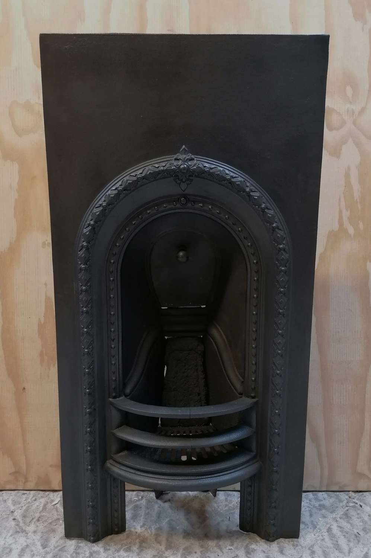 FI0052 A PETITE VICTORIAN CAST IRON BEDROOM FIRE INSERT