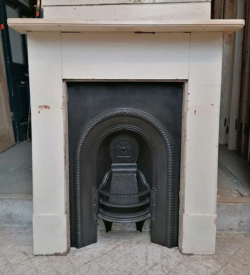 FC0127 VICTORIAN CAST IRON INSERT AND RECLAIMED PAITNTED PINE SURROUND
