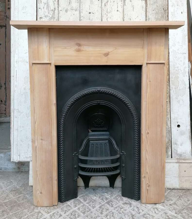 FC0121 EARLY VICTORIAN CAST IRON FIRE INSERT & PINE FIRE SURROUND