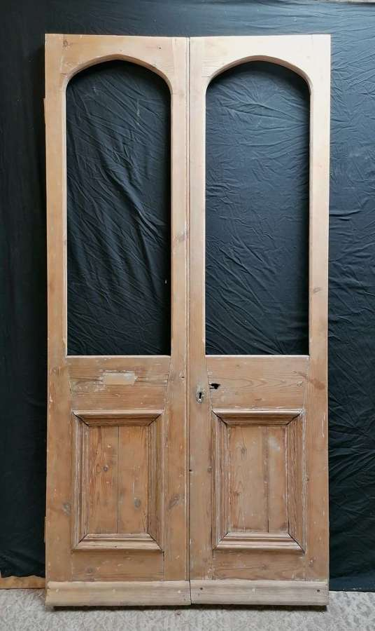 DP0305 A PAIR OF RECLAIMED PINE INTERNAL / EXTERNAL FRENCH DOORS