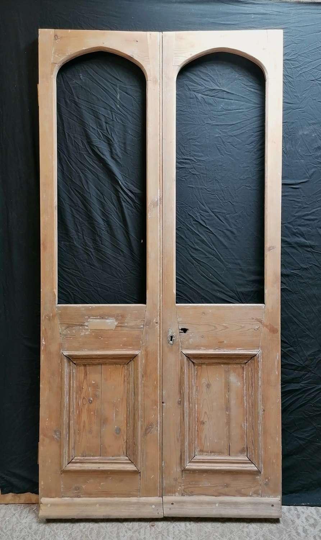 DP0305 A PAIR OF RECLAIMED PINE INTERNAL / EXTERNAL FRENCH DOORS