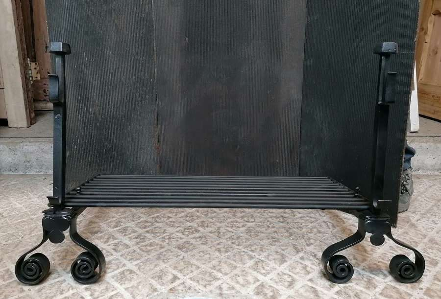 FB0070 LARGE RECLAIMED CAST IRON FIRE GRILL & FIRE DOGS FIRE PIT?