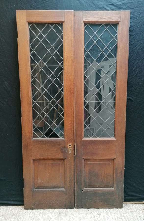DP0313 A PAIR OF RECLAIMED SOLID OAK ARTS AND CRAFTS DOORS WITH GLASS